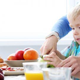 อาหารแบบไหนควรให้เด็กออทิสติกทานเพื่อเกิดผลดีกับพวกเขา